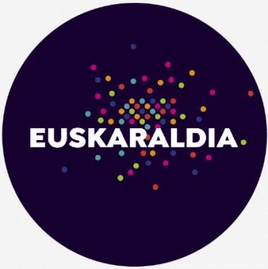 Euskal Herrian Euskaraz abestu, eta amaierako txalo jotzea