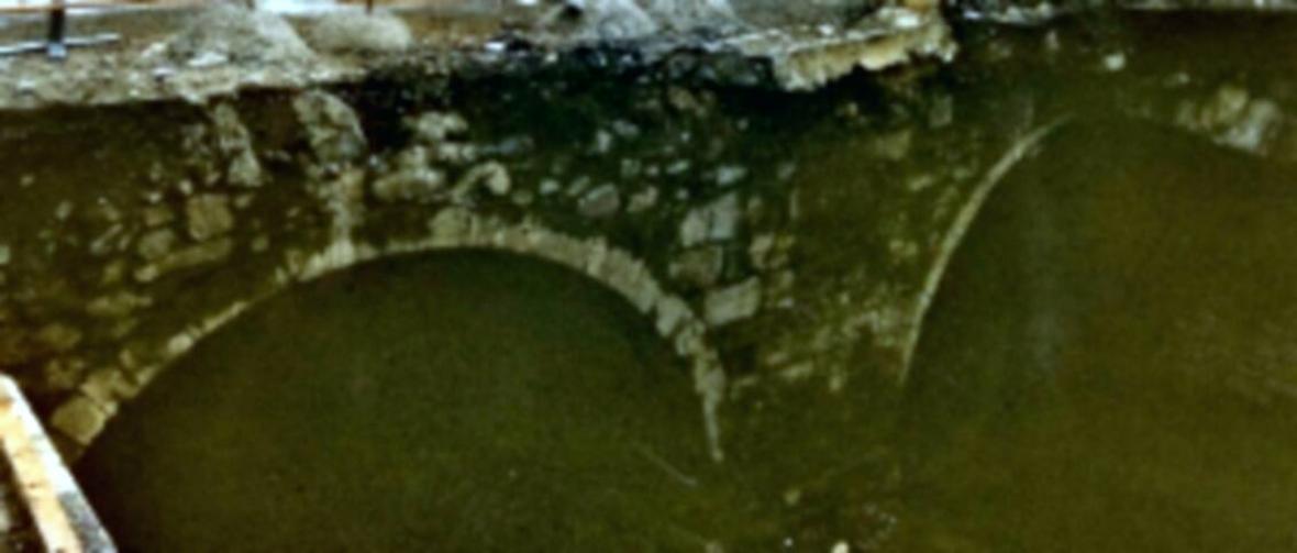 x_1073064_detalle-puente-con-arco